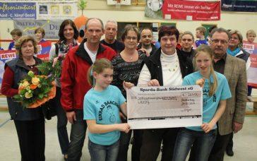 Rewe-Cup 2012: Super Spendensumme des REWE Marktes Hachenburg und der SG Atzelgift Nister, Fotos: Wachow