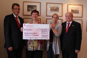 Kreissparkasse Altenkirchen spendet 10.000 Euro an die Freunde der Kinderkrebshilfe Gieleroth e.V., Foto: Rewa