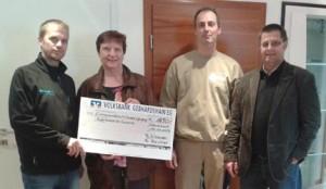 Bei der symbolischen Scheckübergabe, von links: Markus Beichler, Jutta Fischer, Thomas Schneider und Ulli Fischer. Foto: pr