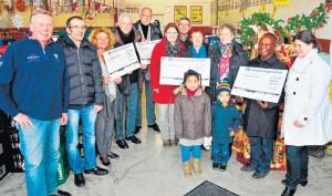 Dieses Gruppenbild hätte es nie gegeben, wenn die Menschen im Siegerland nicht so großzügig für den herzkranken Ivan gespendet hätten: Der Überschuss auf dem Spendenkonto wurde gestern an fünf Projekte und Organisationen ausgeschüttet.