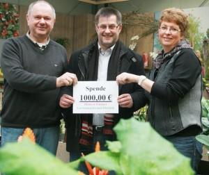 Vera und Klaus Zimmer spenden 1.000 Euro an Kinderkrebshilfe, Foto: Rewa