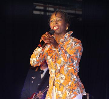 Sängerin Bwalya machte den Konzertabend mit der Big Band der Bundeswehr zum besonderen Erlebnis. Fotos: Benjamin Bender